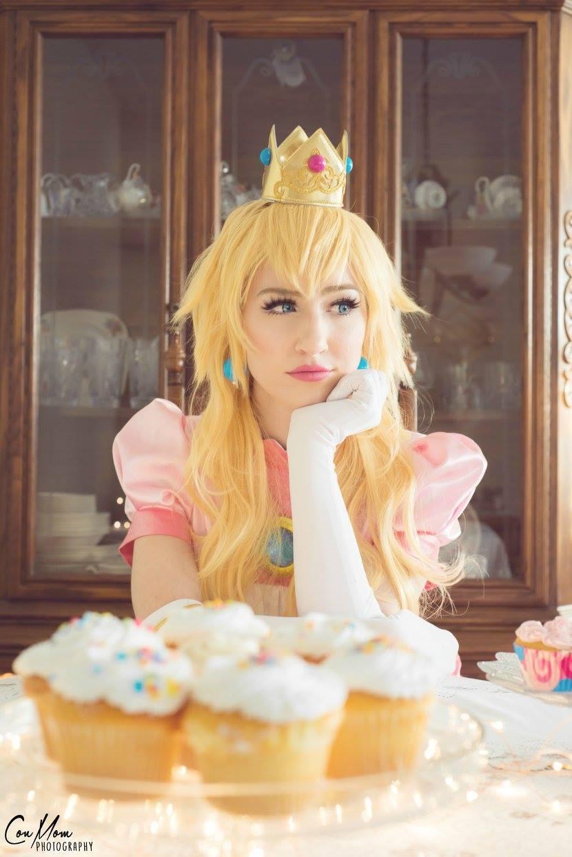 Luxo Cosplay as Princess peach 3
